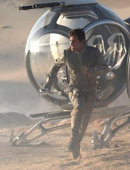 Oblivion-Tom_Cruise-001.jpg